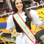 20141028-miss-desfile-oktoberfest-01